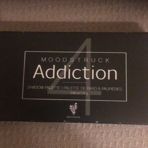 Younique new in box pallet #4